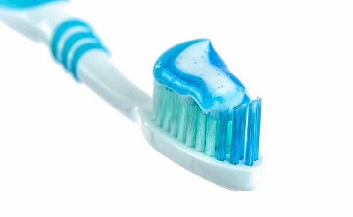 Come scegliere il dentifricio più adatto ai tuoi denti