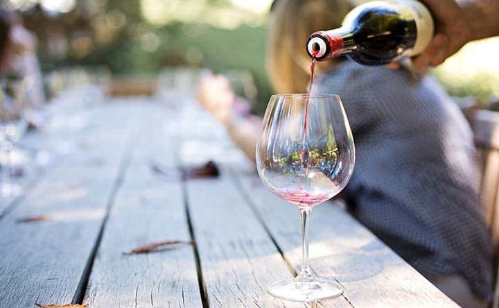Le bevande che danneggiano i denti – parte 1: il vino