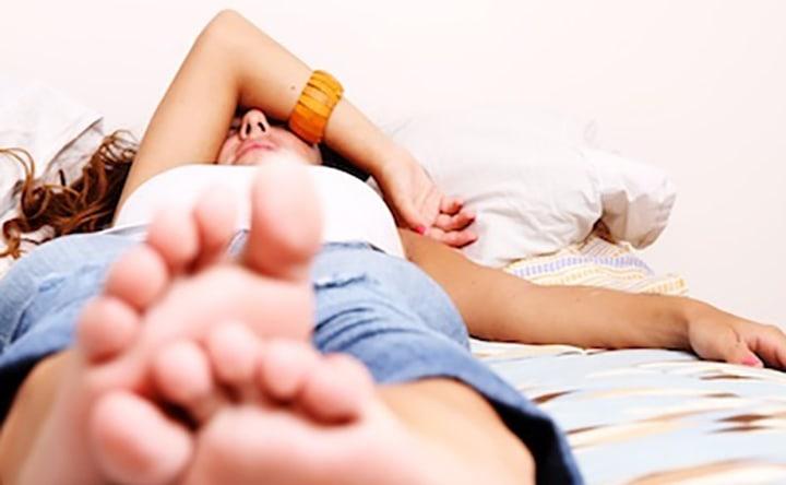 C'è una causa comune dietro a bruxismo, sindrome delle gambe senza riposo e emicrania
