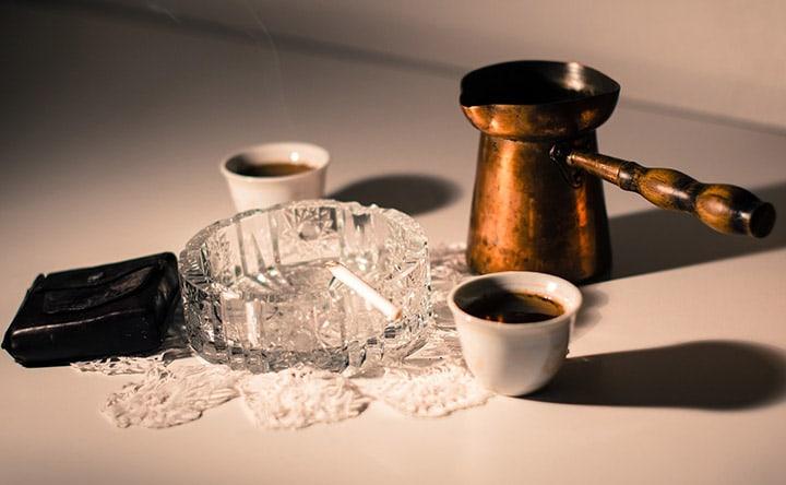 Caffè, fumo, alcool possono essere collegati al bruxismo notturno?