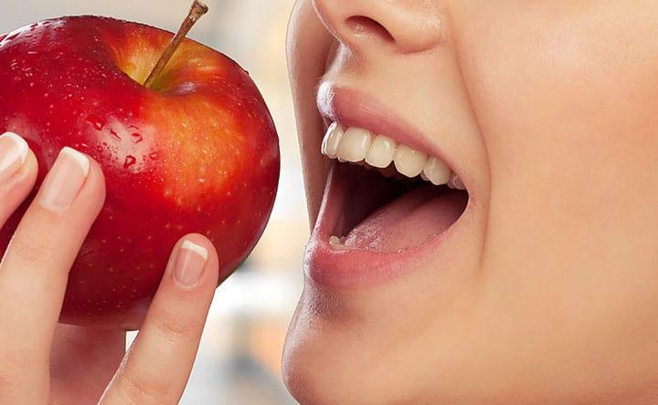 Gli alimenti per avere denti più sani e forti