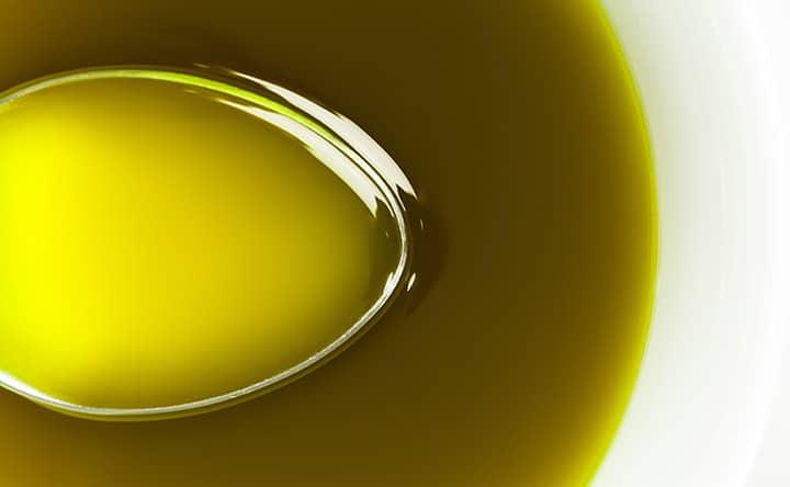 Oil pulling: la tecnica Ayurvedica per la salute orale