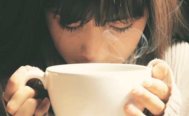 Ecco cosa aggiungere al tè per denti più bianchi