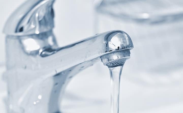 Acqua e dentifricio: qual è l'ordine più efficace per lavare i denti?