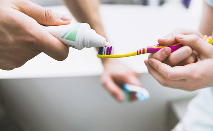 I dentifrici non aiutano contro l'erosione dei denti, lo studio