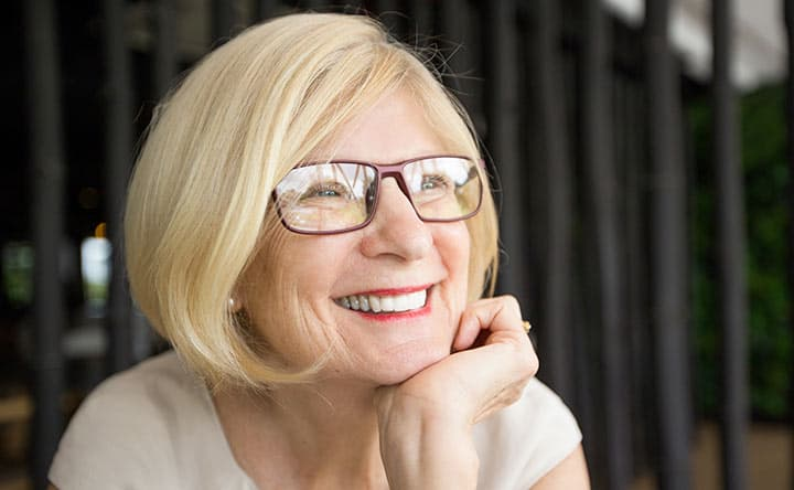 In che modo la menopausa può influire sulla tua salute orale