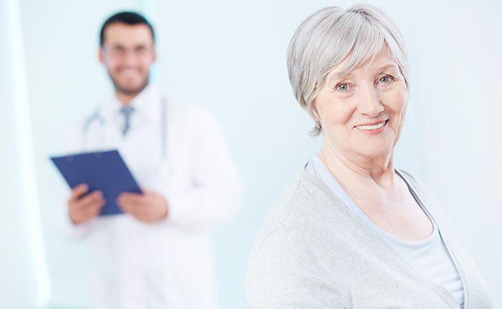 Parodontite e anziani: lo spazzolino elettrico può aiutare