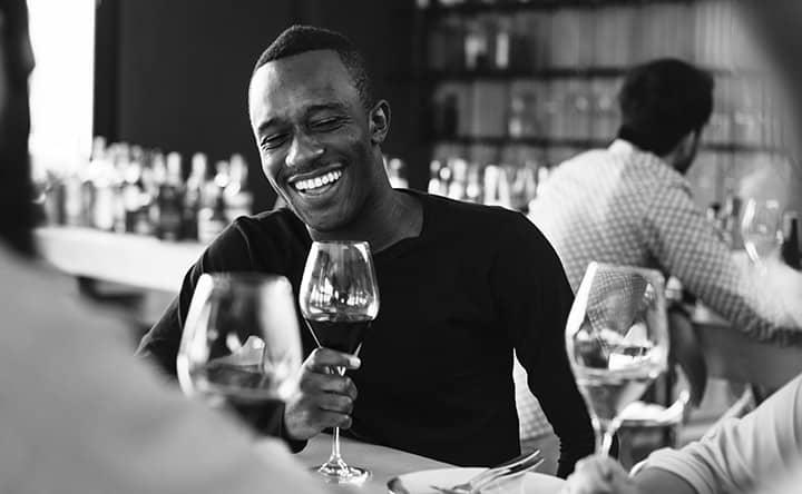 Ecco perché i polifenoli del vino sono amici dei nostri denti