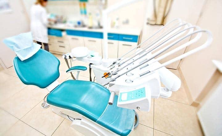 Usare l'apparecchio per i denti da adulti, i benefici