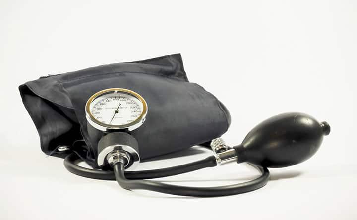 Parodontite e pressione: come sono legati