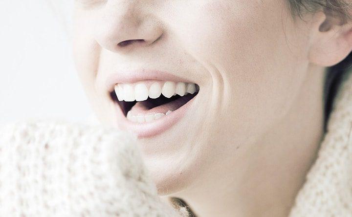 Sorrisi e denti più forti. Ecco le 6 vitamine e gli 8 minerali che ci aiutano