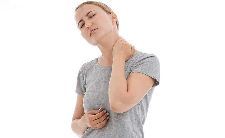 Quali sono le cause del dolore al collo e alle spalle e come possiamo trattarlo