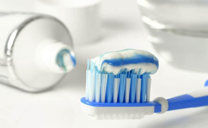 Fluorosi: troppo fluoro fa male ai denti