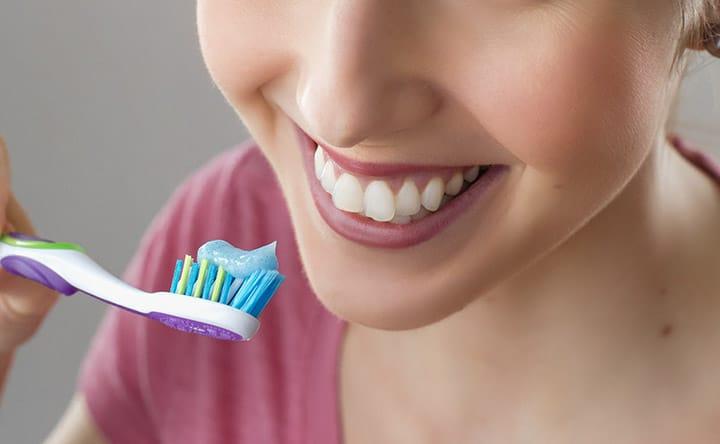Errori comuni che possono rovinare i nostri denti