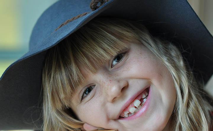 Cosa fare quando i bambini digrignano i denti la notte